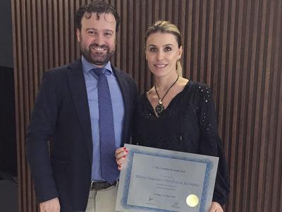 Dra. Cynthia Veit recebe o certificado de Master of Invisalign da European Master of Aligners