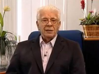 Sr. Waldyr Lima, fundador do CCAA, homenageia Dr Avelino Veit Neto pelo recebimento da Medalha Tiradentes