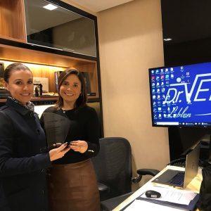 Dra. Cynthia Veit recebe reconhecimento pelo número de casos tratados
